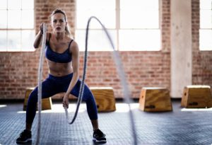 personal trainer training with ropes