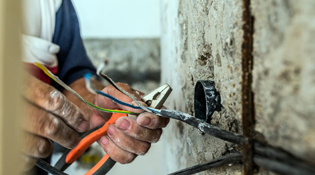 7 Electrician Tax Deductions to Keep in Mind